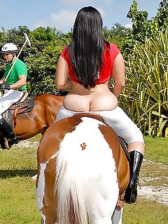 Big Ass Sports Pics